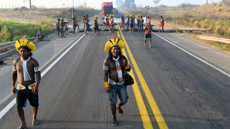 Ordenan desbloquear una carretera cortada por una tribu indígena brasileña en protesta por la crisis del covid-19