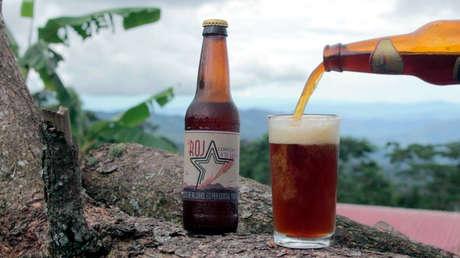 """'La Roja', la cerveza hecha por exguerrilleros colombianos """"que sabe a paz"""""""