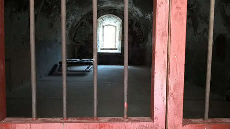 VIDEO: Un hombre condenado injustamente sale de prisión tras pasar 26 años entre rejas en EE.UU.