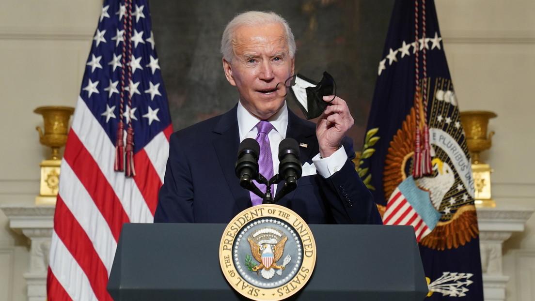 """Biden planea tener suficientes vacunas para la mayoría de la población en verano, pero dice que por ahora las mascarillas son """"la mejor defensa"""""""