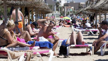 Los viajes de fin de curso estudiantiles a Mallorca provocan un megabrote de coronavirus en Madrid con 320 positivos y 2.000 personas confinadas