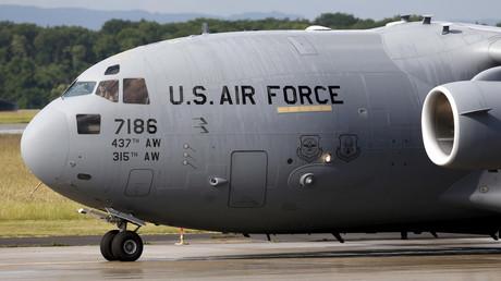 Ein C-17-Frachter der amerikanischen Luftwaffe auf dem Stützpunkt Ramstein, Juni, 2015.