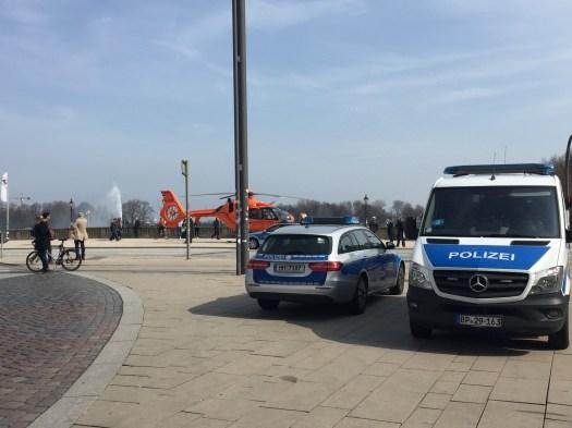 Familiendrama in Hamburg: Mann ersticht sein Kleinkind und Ex-Frau an belebter S-Bahn-Station