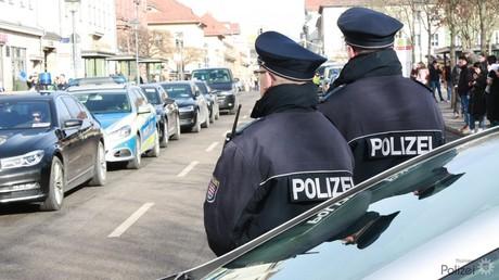 Thüringer Polizisten bei einem Einsatz in Weimar im Februar 2019