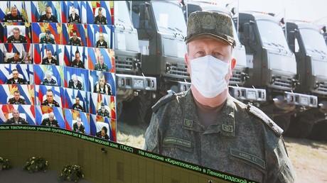 Der Chef der russischen Einsatzkräfte in Italien, Sergei Kikot, berichtet aus Bergamo über den Stand der Hilfsmaßnahmen. (7. April 2020)