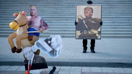 Die sechs größten Russiagate-Lügen und alles, was man darüber wissen muss(Protestierende versammeln sich am Capitol Hill während des Amtsenthebungsverfahrens gegen US-Präsident Donald Trump. Washington, DC, 29. Januar 2020)