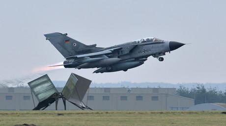 Symbolbild: Schafft er es unbeschadet nach Russland? Ein Tornado Kampfjet der deutschen Luftwaffe hebt vom Luftwaffenstützpunkt  Jagel ab