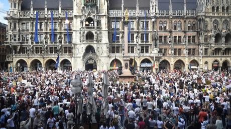 Tausende Protestierende am 9. Mai in Hamburg