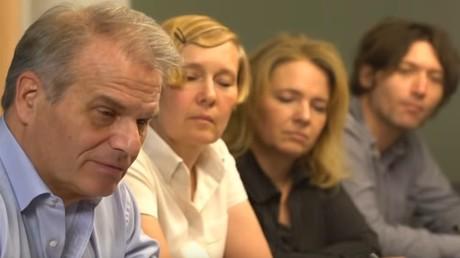 Die Juristen der Stiftung Corona-Ausschuss während einer Anhörung: Dr. Reiner Fuellmich, Viviane Fischer, Antonia Fischer, Dr. Justus Hoffmann (v. l. n. r.)