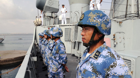 Chinese soldiers stand on the deck of the missile destroyer Guangzhou as the destroyer leaves Djibouti Port for the Gulf of Aden © Xinhua / Global Look Press