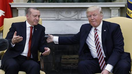 Turkey's President Recep Tayyip Erdogan (L) and U.S President Donald Trump. ©Kevin Lamarque