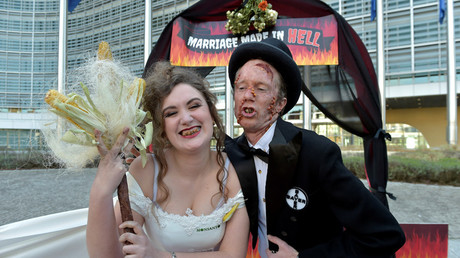 Activists from the environmental organization Friends of the Earth Europe stage a 'marriage made in hell' during an action in front of the European Commission against Bayer and Monsanto in Brussels © Eric Vidal