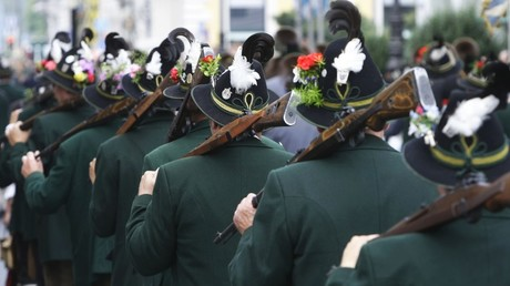 People in traditional clothes march during Oktoberfest parade in Munich © Michaela Rehle