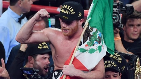5c15e0d9fc7e9354398b4569 Body snatcher: Saul 'Canelo' Alvarez stops Rocky Fielding to capture WBA super-middleweight title