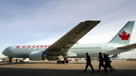 5c270305dda4c805388b4595 China releases Canadian from custody amid Ottawa-Beijing row