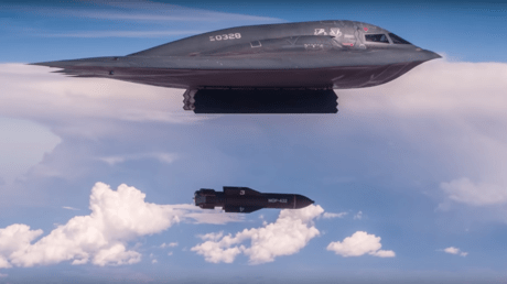 5cdf3275dda4c8d0768b4570 Ominous message? US shows B-2 stealth bomber drop bunker busters amid Iran tensions (VIDEO)