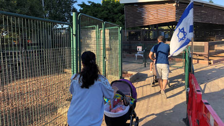5d2b2f37dda4c8806f8b45fb Parks in Israeli city open up to Arabs as court rules against ban on 'non-residents'