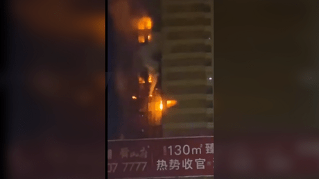 Fire breaks out in tower block © Ruptly