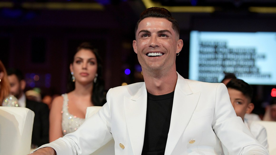 Billionaire boys club: Cristiano Ronaldo to rival riches of Woods &  Mayweather by becoming 'first footballer to earn $1bn' — RT Sport News