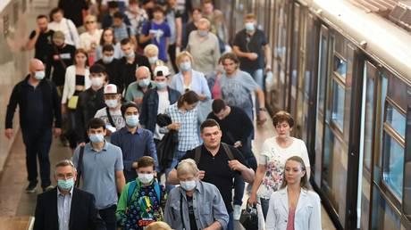 Passengers at the Moscow metro station © Sputnik / Ilya Pitalev