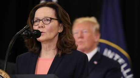 FILE PHOTO: Gina Haspel speaks after being sworn in as CIA Director in May 2018, as US President Donald Trump looks on © REUTERS/Kevin Lamarque