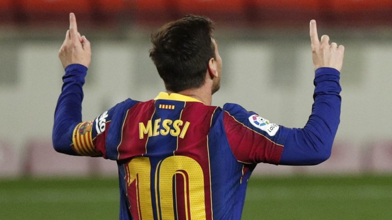 Barcelona 'preparing 3-year deal' to entice Messi to stay – but club legend MUST take paycut on $90mn salary