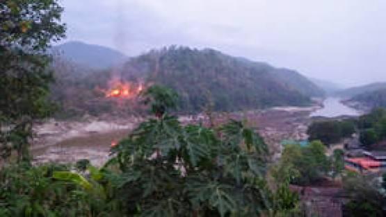 Fighting erupts in eastern Myanmar as Karen rebels attack military base near Thai border (VIDEOS)