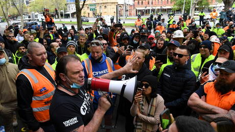 An official addresses construction workers protesting work-related Covid-19 restrictions outside the Construction, Forestry, Maritime, Mining and Energy Union headquarters, in Melbourne, Australia, September 20, 2021. Reuters/AAP Image/James Ross