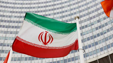 The Iranian flag waves in front of the International Atomic Energy Agency (IAEA) headquarters in Vienna, Austria May 23, 2021. © Reuters / Leonhard Foeger
