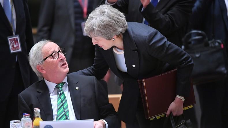 """«Tu m'as traitée de """"nébuleuse"""" ?» : l'échange tendu entre May et Juncker à Bruxelles (VIDEO)"""