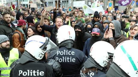 Marche pour le climat : manifestants pour l'écologie et Gilets jaunes battent le pavé à Bruxelles