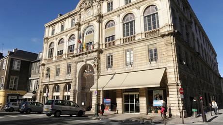 Soupçons d'emplois fictifs : le domicile d'un proche de François Bayrou perquisitionné