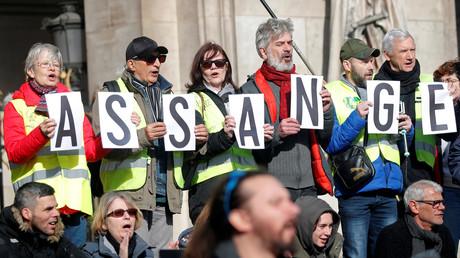 «Chapeau !» : le père de Julian Assange remercie ses soutiens français
