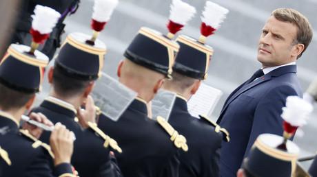 «Vous êtes mon employé Monsieur le président»: Macron interpellé par des Gilets jaunes aux Tuileries