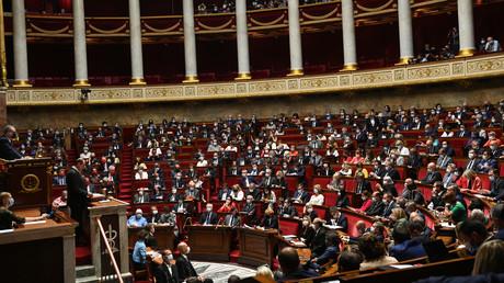 «Insupportable» ou «fort et cohérent» : la classe politique réagit au discours de Jean Castex