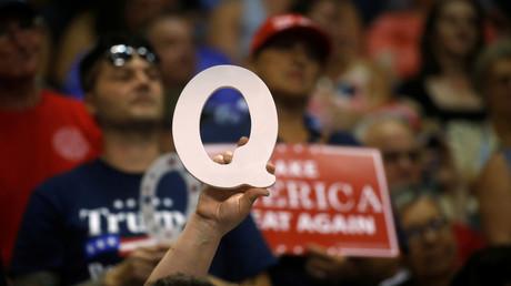 «Guerre de l'information» ? Twitter supprime des milliers de comptes liés au mouvement QAnon