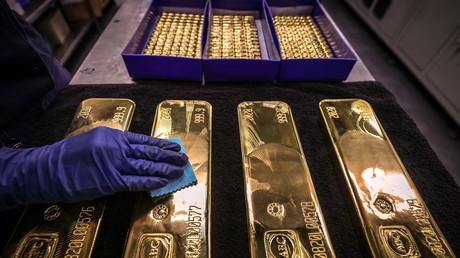 A plus de 2 000 dollars l'once, pourquoi le cours de l'or s'envole-t-il ?