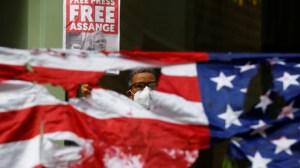 «Enlèvement prémédité» d'Assange ? Le témoignage explosif d'une journaliste présenté à la cour