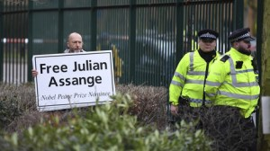Julian Assange en danger de mort face à la propagation du Covid-19 dans la prison où il est détenu