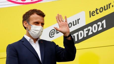 «Une dictature ce n'est pas ça» : Emmanuel Macron défend l'extension du pass sanitaire