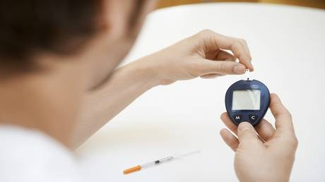 a healthy lifestyle helps reduce the complications of diabetes