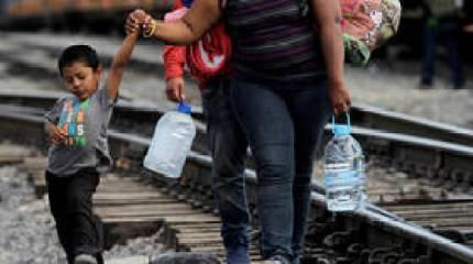 ما الهدف من تشديد السلطات الأمريكية قوانين الهجرة؟