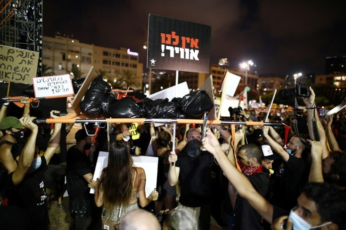 Israelis protest against the government's handling of the Corona crisis
