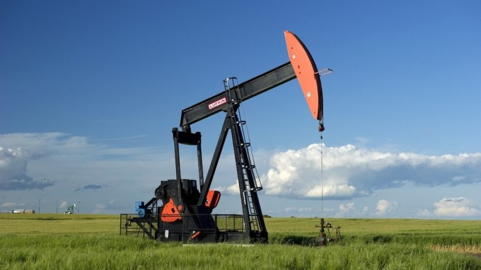 Oil prices drop as meeting results awaited