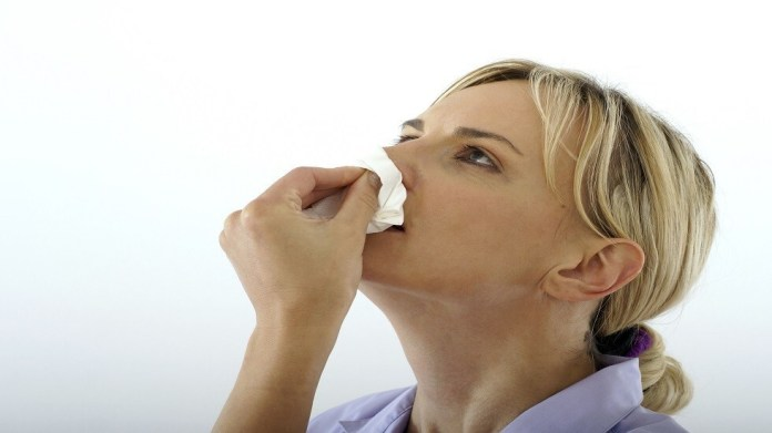 What causes nosebleeds and how to stop it in less than 5 minutes?