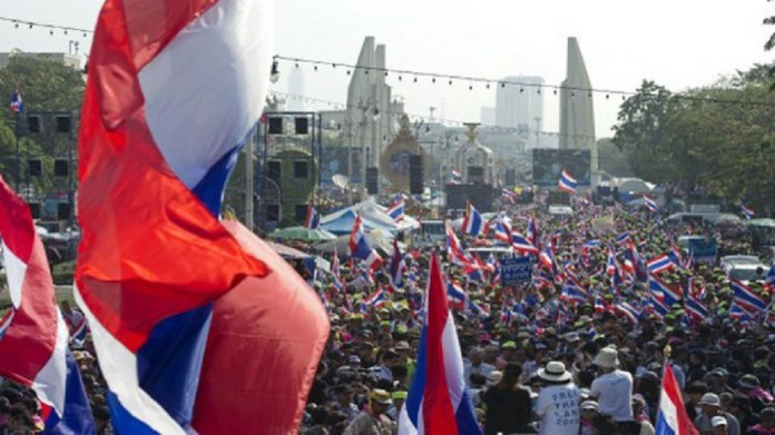 Thailand demonstrators demanding to limit the king's control of wealth