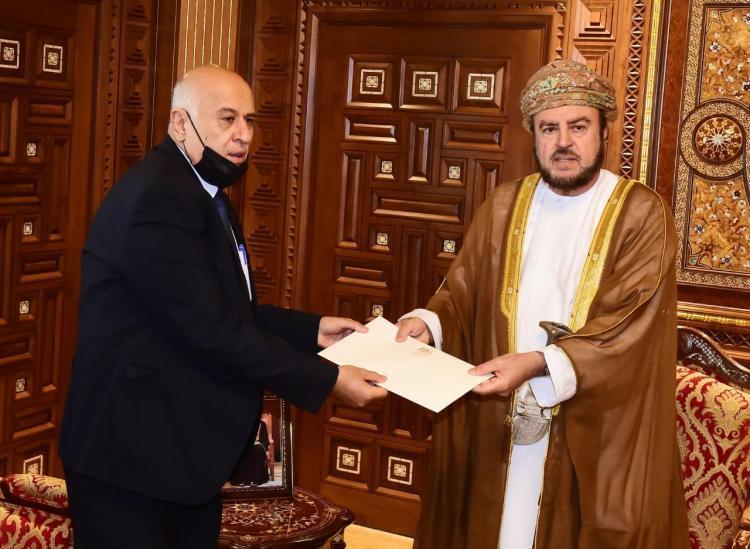 الرئيس الفلسطيني يرسل رسالة خطية لسلطان عمان