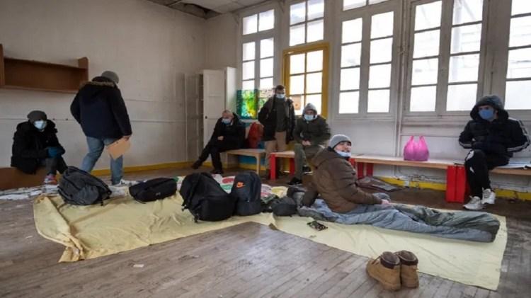 باريس.. الاستيلاء على روضة أطفال مهجورة من طرف 300 مهاجر (صور)