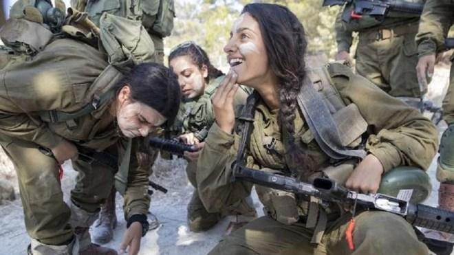 إسرائيل تقرر نشر كتيبتين عسكريتين من النساء فقط على حدود لبنان #RT_Arabic