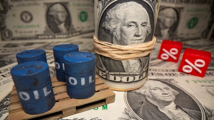 Oil prices continue their gains and jump by 6% with the suspension of movement in the Suez Canal